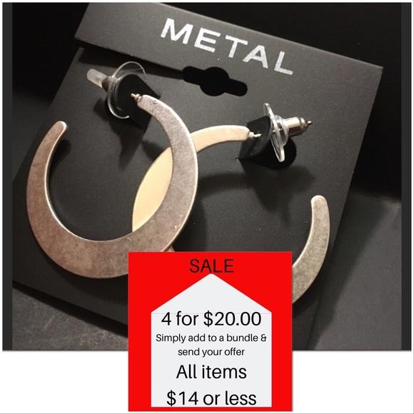 """Metal Jewelry - Silvertone 1.5"""" drop Hoop Fashion Earrings METAL"""